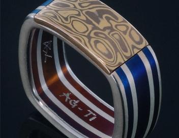 anello titanio quadro