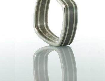 anello titanio quadro quattro linee